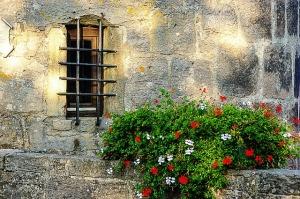 window-327651_640
